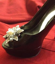 Pins aren't just for pinning onto a necklace or shirt, be creative. Jazz up your heels for a night out on the town, match with other pearl accessories :) Premier Designs Jewelry Carolyn Popp