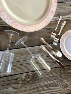 Want a pink and silver theme for your wedding without busting the budget? This Mosaic collection looks gorgeous whether you dress it up or boho the heck out of it. It's the perfect blush pink meets silver to get all the good feels. Set the table with Smarty and toss those dishes when you're done! That's right, those beauties are disposable.  Dang, we just made you smile! Plastic Dinnerware Sets, Value Set, Christmas Dinnerware, Wedding Plates, Mosaic, Rose Gold, Make It Yourself, Tableware, Blush Pink