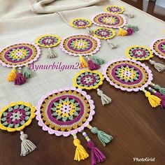 Over 100 free beginners knitting patterns and projects - Knitting Projects Crochet Table Runner, Crochet Tablecloth, Crochet Doilies, Crochet Stitches, Crochet Pouf, Crochet Mandala, Crochet Pillow, Crochet Decoration, Crochet Home Decor