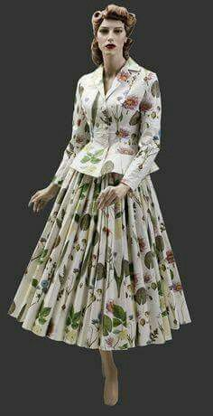 Costume with floral motives - 1940