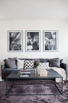 Hammarby sjöstad vardagsrum lila väggkonst soffa kuddar