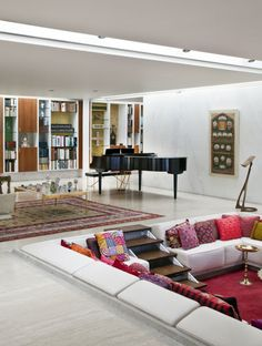 1957 Miller house (Eero Saarinen, architect; Alexander Girard, the original conversation pit)