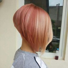 Rose blond and asymetrical bob