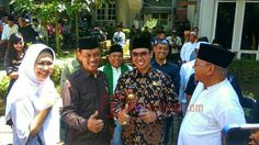 Tiga Pemimpin Daerah Malang Raya Bertemu Di Kediaman Hasyim Muzadi - Kabar meninggalnya KH Hasyim Muzadi membuat segala elemen berkabung.   - https://satuchannel.com/tiga-pemimpin-daerah-malang-raya-bertemu-di-kediaman-hasyim-muzadi/