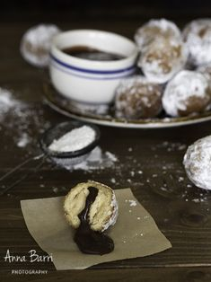 Ricotta doughnuts | via www.gastroadikta.com