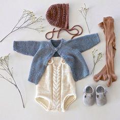 Aah, that Ministrikk spring feeling #readersknits    En ren symfoni av natur, blått og brune toner til baby Matilde, hos @morsine3. Kysa (mammaens eget verk) tar igjen fargen på ribbestrømpebuksa, we love. Strikk, strømper og sko: Ministrikk.no Crochet Baby, Crochet Bikini, Knit Crochet, Baby Knitting Patterns, Hand Knitting, Baby Suit, Flatlay Styling, Baby Hands, Minis