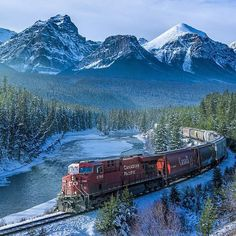 Choose train wallpapers as per the beauty. Nature based train wallpapers depicts science and natural beauty perfectly. For history lovers steam engine based vintage train wallpaper is absolutely perfect Motor A Vapor, Parcs Canada, Train Wallpaper, 1080p Wallpaper, Desktop Wallpapers, Trains, Canada Landscape, Forest Landscape, Canadian Pacific Railway