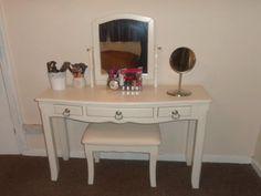 Cheap Vanity Desk - Home Furniture Design Ikea Vanity, Vanity Desk, Wood Vanity, Cheap Vanity Table, Vanity Table Set, Find Furniture, Furniture Design, Ikea Micke, Mattress Frame