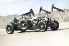 """What you're looking at is a pre-war 1924 Bentley Litre dubbed the """"Hawkeye Special"""", the number configuration. Hp Lovecraft, Hawkeye, Vintage Cars, Antique Cars, Vintage Racing, Convertible, Bentley Rolls Royce, Xjr, Car Wallpapers"""