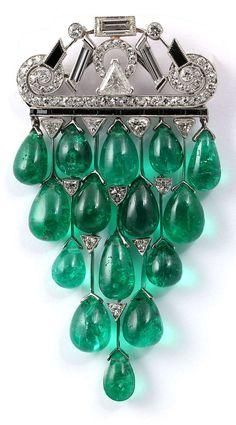 JANESICH - A rare Art Deco emerald, onyx and diamond brooch. #Janesich #ArtDeco