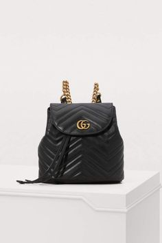 Gucci GG Marmont small backpack - Black Gucci backpack with chain straps Gucci Purses, Gucci Handbags, Gucci Bags, Leather Handbags, Gucci Gucci, Coach Handbags, Coach Bags, Black Gucci Backpack, Leather Backpack