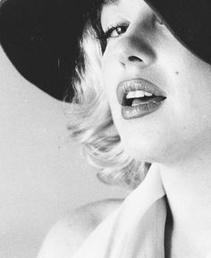 Marilyn photographed by #CarlPerutz in 1958