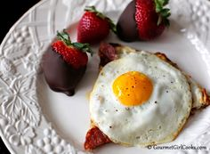 "Gourmet Girl Cooks: Eggs w/ Salami Pizza ""Toast"" - Post Valentine's Day Brunch"
