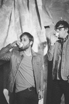 The Black Keys. - Saw these live at Leeds Fest 2012 and they were definitely one of the highlights of the festival. Absolutely incredible band and music. Music Love, Music Is Life, My Music, Rock N Roll Music, Rock And Roll, Dan Auerbach, Dan Patrick, Cute Umbrellas, The Jam Band