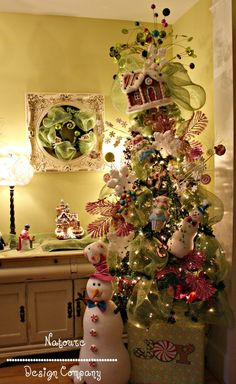 Whimsical Gingerbread theme tree, love the frame with the wreath in it