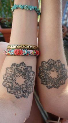Mandalas Flor para Amigas - Tatuajes para Mujeres