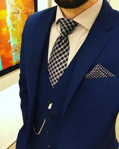 We love suits so much that we dedicate this board to incredible styles and icons… Gents Fashion, Suit Fashion, Sharp Dressed Man, Well Dressed Men, Big And Tall Outfits, Swag Style, Suit And Tie, Gentleman Style, Men Looks