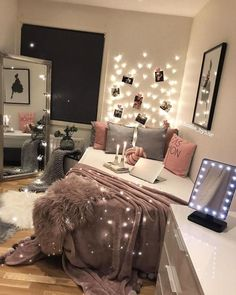 Pleasant teen girl bedrooms makeover for the sweet teen girl room area, pin reference 2106271607 Teen Room Decor, Room Ideas Bedroom, Small Room Bedroom, Dream Bedroom, Modern Bedroom, Couple Bedroom, Bedroom Art, Bedroom Decor For Teen Girls Dream Rooms, Cool Rooms For Teenagers