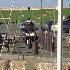 Pro motorcycle rider doing a marvelous stunt - So Funny Epic Fails Pictures Health News Articles, News Health, But Did You Die, What Can I Do, Epic Fail Pictures, Best Funny Pictures, Funny Videos, Haha, Comedy