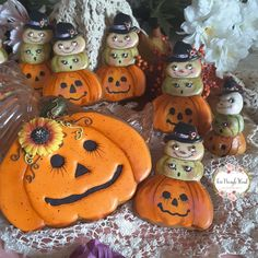 Halloween cookies,  pumpkin cookies,  sunflower mould available from Katy Sue Designs, cutters available from Truly Mad Plastics,  decorated cookies,  gingerbread,  decorated gingerbread, country cookies,