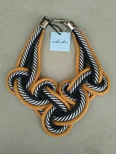 COLAR DROP TRIPLO Jewelry Knots, Macrame Jewelry, Fabric Jewelry, Diy Jewelry, Trendy Necklaces, Fashion Jewelry Necklaces, Handmade Necklaces, Handmade Jewelry, Knot Necklace