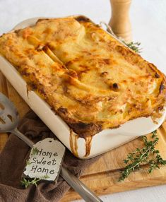 A comforting and simple cottage pie recipe. Once you try Mum's Traditional Cottage Pie you won't have it any other way! A good traditional cottage pie (not to be confused with a traditional shepherd's pie) Cottage Pie Recipe Beef, Beef Pies, Good Food, Yummy Food, Ground Beef Recipes, Meat Recipes, Recipes For Mince, Meals With Mince, Uk Recipes