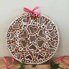 Gingerbread dekoration Christmas Candy, Christmas Ideas, Christmas Ornaments, Gingerbread Houses, Decking, Cookies, Holiday Decor, Desserts, Advent