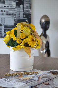Goldener Oktober - herbstliche Blumen, Herbstdeko und Dekoideen für den Herbst und Halloween mit gold-gelben Blumen   VALENTINO Wohnideen