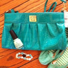 Green Patent Anne Klein Crossbody/Clutch NWT Green Patent leather clutch with removable crossbody straps. 3 inside pockets. Zipper closure. New with tags. Will drop price for you. Anne Klein Bags Crossbody Bags