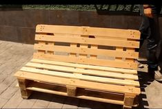 Home Decoration: Step by Step Pallet Furniture – Home Design - Diy Furniture Pallet Furniture Step By Step, Pallet Garden Furniture, Diy Outdoor Furniture, Furniture Decor, Furniture Plans, Pallette Furniture, Pallets Garden, Furniture Market, Furniture Dolly