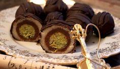 pistachio, almond, chocolate truffles Wonderful candy known as Mozartkugeln Recipe Czech Desserts, Sweet Recipes, Cake Recipes, Croatian Recipes, Sweet Breakfast, Baking Cupcakes, Sweet Cakes, Desert Recipes, Creative Food