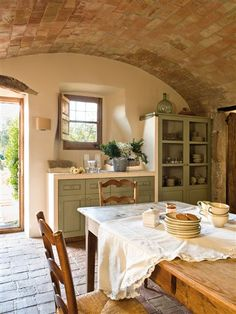 9 Simplest Ways to Build Rustic Tuscan Kitchen Design, The abundant, warm colors as well as structures of Tuscany, Italy's farming area, are one of one of the most popular versions of the Home Country home. Tuscan Kitchen Design, Rustic Kitchen, Country Kitchen, New Kitchen, Rustic Farmhouse, Farmhouse Design, Restored Farmhouse, Cozy Kitchen, Farmhouse Lighting