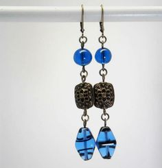 Boucles d'oreille en verre bleu vif bronze  par kalaniparis sur Etsy