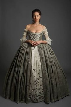 Claire wedding dress Outlander 1x07