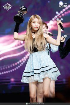 Nayeon Bias Wrecker Kpop Girl Groups, Korean Girl Groups, Kpop Girls, Sinb Gfriend, Gfriend Sowon, Gfriend Profile, Kim Ye Won, Cloud Dancer, Entertainment