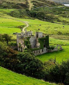 visitheworld: Clifden Castle / Ireland (by Bob Atkinson).