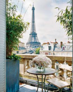 Vue plus que romantique de la Tour Eiffel ! #view  #Paris #soromantic