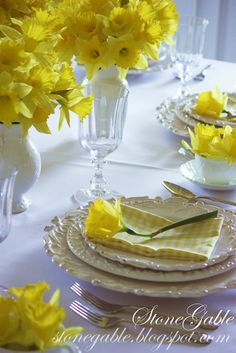 Daffodil Tablescape - perfect for Easter