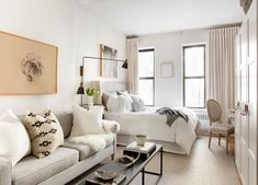 Proof That 300 Square Feet Is Actually Livable foto Rikki Snyder neutrale studio wohnung tour nyc Nyc Studio Apartments, Studio Apartment Layout, Small Apartment Interior, Studio Apartment Decorating, Apartment Ideas, Studio Layout, New York Studio Apartment, York Apartment, Tiny Apartments