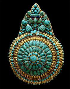 Médaillon - Tibet - Turquoises, lapis-lazuli et pâte de verre - Musée Guimet, Paris