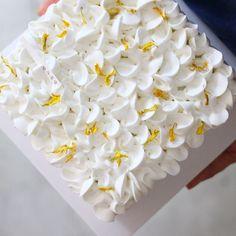 Cake Decorating Designs, Cake Decorating Techniques, Cake Designs, Beautiful Cakes, Amazing Cakes, Mini Cakes, Cupcake Cakes, Whipped Cream Cakes, Korean Cake
