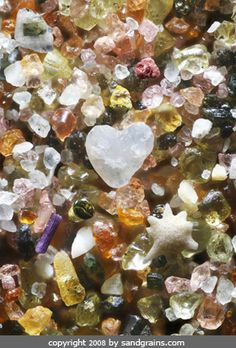 Heart Gems - Sand grains from around the world are mixed together like a pouch full of gems. The sand grains are from Maui, Hawaii, Japan, California, Ireland, Bermuda, and Minnesota.    STUNNING!