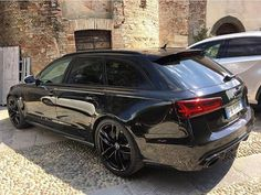 Can there be too much black? Another #Audi member of team #allblack: #RS6 oooo…