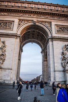 L'Arc de Triomphe in Paris is a majestic piece of architecture!