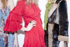 En backstage du défilé Gucci automne-hiver 2015-2016 http://www.vogue.fr/mode/inspirations/diaporama/fwah2015-en-backstage-du-dfil-gucci-automne-hiver-2015-2016/19305