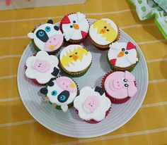 Cupcakes tematica la granja Cata, Cupcakes, Party Ideas, Desserts, Food, Homesteads, Sweet Tables, Food Cakes, Bebe