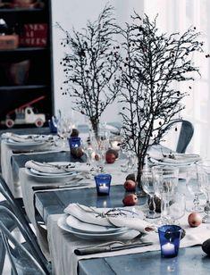 For dekoratør Henrik handler julen ikke om nisser, glitter og gaver. Den handler om nærhed og om naturen – både i form af lange gåture og især som udgangspunkt for juleoppyntningen. Naturens egne materialer tager nemlig ikke opmærksomheden fra det, julen handler om. At være sammen.