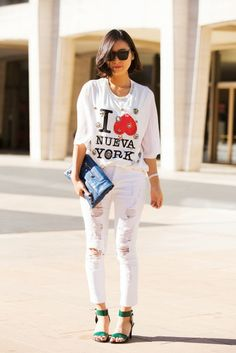 70 Next-Level NYFW Street-Style Snaps // Jae-young shows off the hottest tee of the season — a Phillip Lim shirt. Looks Style, Style Me, Look Fashion, Fashion Outfits, Fashion Weeks, Street Style Chic, Style Snaps, Madame, New York Fashion
