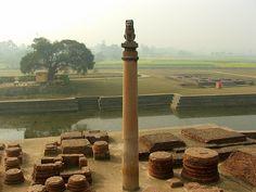Ashoka pillar at Vaishali, Bihar, India - History of India - Wikipedia Indus Valley Civilization, Fu Dog, History Of India, Brick And Stone, Buddhist Art, Travel And Tourism, Science And Technology, Buddhism, Geography