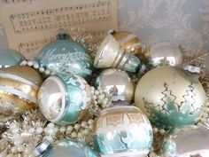 These look vintage & pretty Holidays Shabby Chic Christmas, Vintage Christmas Ornaments, Vintage Holiday, Christmas Baubles, Christmas Colors, Christmas Decorations, Holiday Decorating, Christmas Past, White Christmas